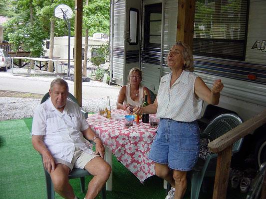 Unsere Freunde Gène und Ludmilla in Mountain-Lakes Resorts