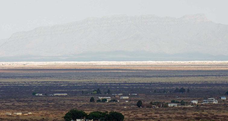 in der Ferne: Gebirgskette der San Andres Mountains, davor White Sands National Monument vom Oliver Lee Memorial State Park aus gesehen