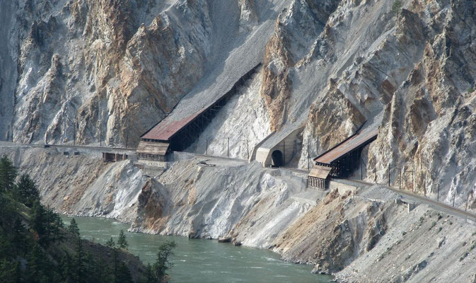 Traintunnels, Skihist Provincial Park (http://www.panoramio.com/photo/13856284)