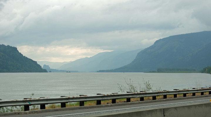 am Columbia River entlang
