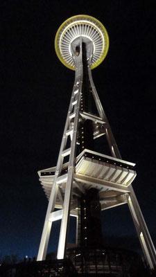 """Aussichtsturm """"Space Needle"""" (Weltraumnadel) am Abend"""