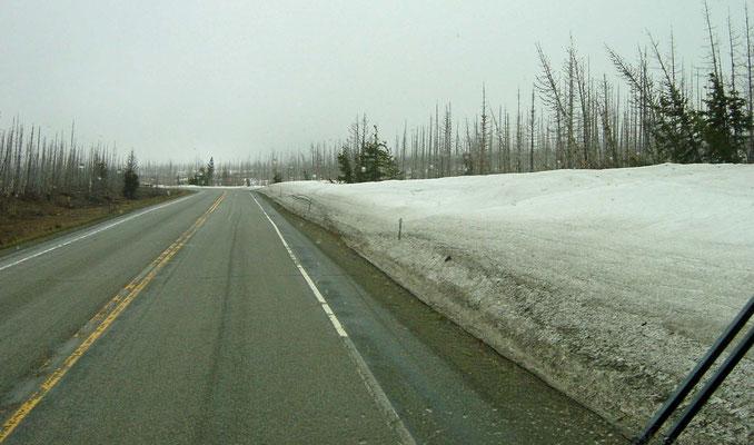 unterwegs auf der Federal Road 89 bei Regen-, Schnee- und Hagelschauern, Montana