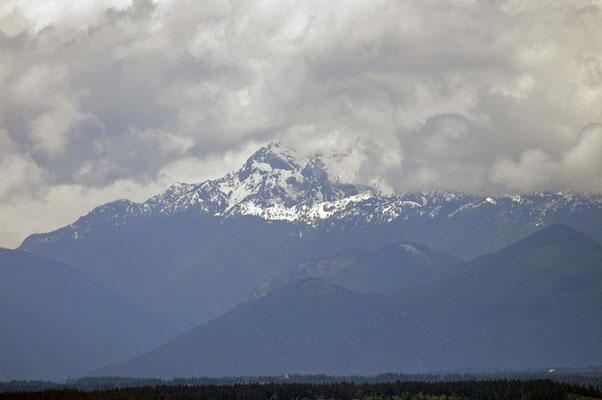 """in der Ferne die Gebirgsregion der Olympic Mountains, Blick vom Aussichtsturm """"Space Needle"""""""