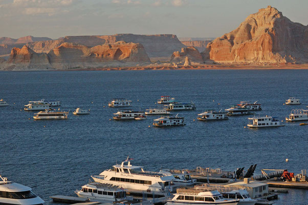 Lake Powell Resorts & Marinas