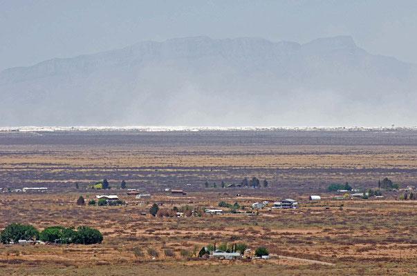in der Ferne: White Sands National Monument vom Oliver Lee Memorial State Park aus gesehen