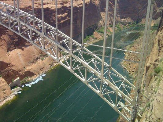 Brücke am Glen Canyon Dam über den Colorado River