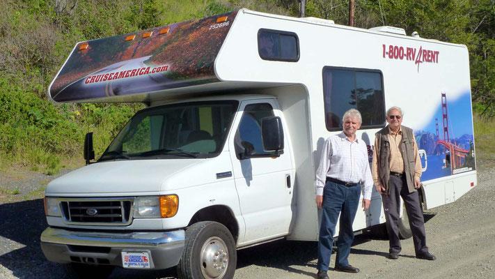 Peter und Klaus mit dem Wohnmobil von Cruise America