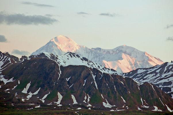 Mount McKinley im Morgenrot um 3:34 Uhr