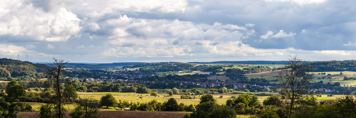 Panorama mit Blick über das Lumdatal in Richtung Rabenau