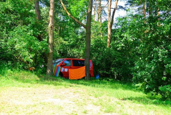 Bus-Stellplätze direkt am Plauer See: ZWEI SEEN Naturcamping | www.bus-camp.de
