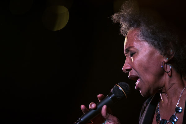 Sydney Ellis and Her Midnight Preachers live picture blues night chemnitz germany