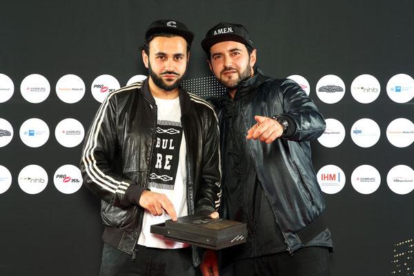 Hamburger Musiker des Jahres: Farhot und Laudator Chefket