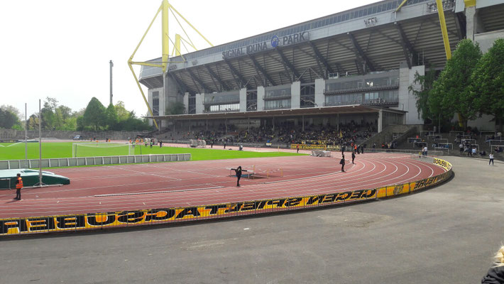 Das Stadion Rote Erde im Schatten des Westfalenstadions.