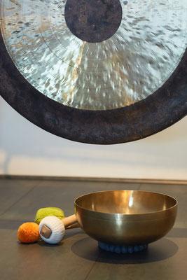 Gong mit Klangschale