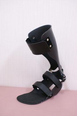 短下肢装具 タマラック(黒)