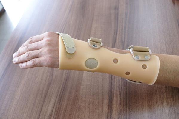 手関節用の装具。手首を怪我した調理師の方のオーダー。