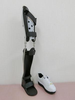 長下肢装具 トーマス(黒) 靴付