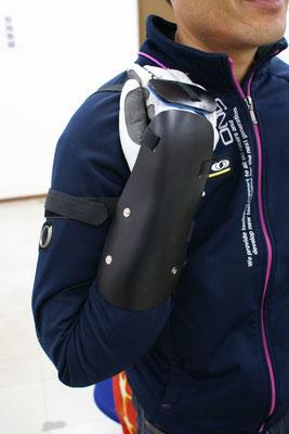 スポーツ用装具は既製品がないので、試行錯誤しながら製作しました。