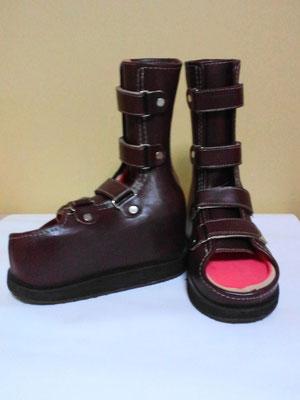 靴型装具(赤)の履き替え用に、色違いで 黒 を製作。