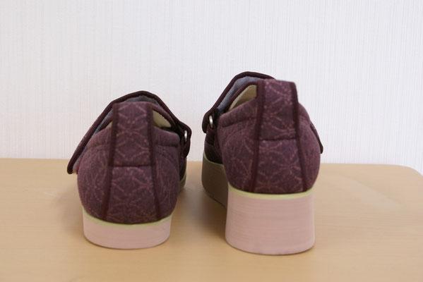 左右で脚長差のある方には、靴に補高をおこなって調整。