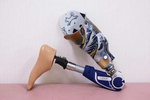 膝をつくと、こんな感じに曲がります。
