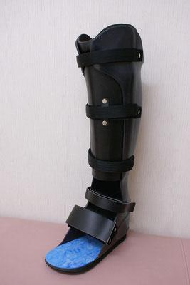 短下肢装具 PTB式(黒)