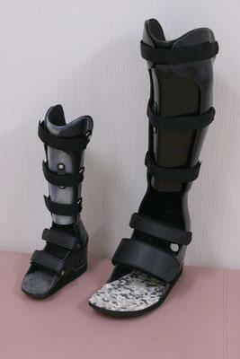 短下肢装具 PTB式 小児サイズと成人サイズ