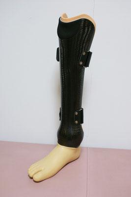 カーボン素材を使用したサイム義足。