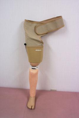 差込式の大腿義足。