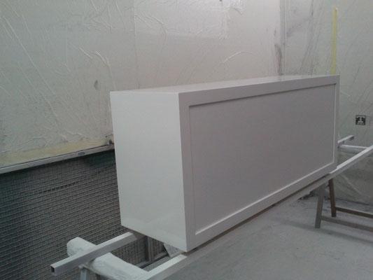 Peinture de finition pour rénover un meuble d'un magasin de luxe de Toulouse