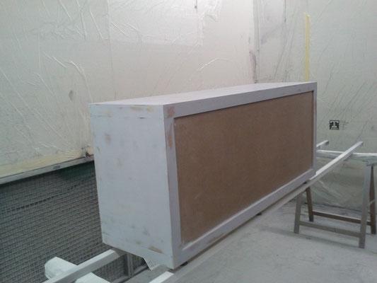 Ponçage pour rénover un meuble d'un magasin de luxe de Toulouse