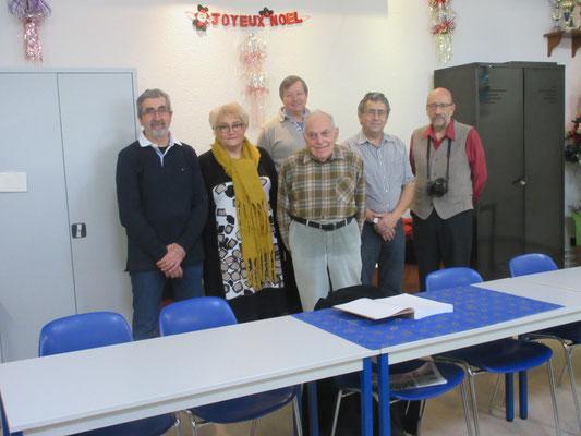 De gauche à droite Georges Martin illustrateur, Nathalie Gemza descendante d'A ZEIS, Gérard Mingat, Gérard Dupré, Robert Aillaud, à l'arrière Denis Bellon pour l'édition du livre