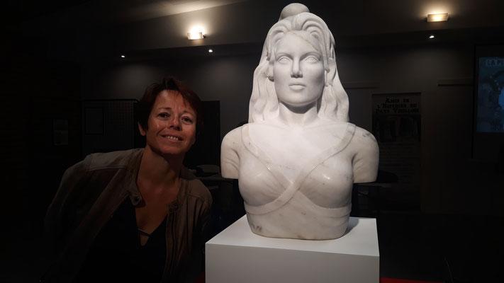 Émilie Sartelet sculptrice de la Marianne en albâtre de Notre Dame de Mésage