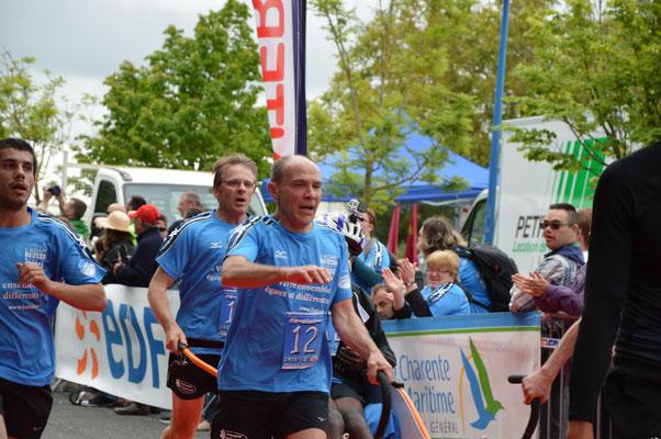 L'arrivée de l'équipe L'ADAPT de Mayenne avec Jean-Luc en premier plan.