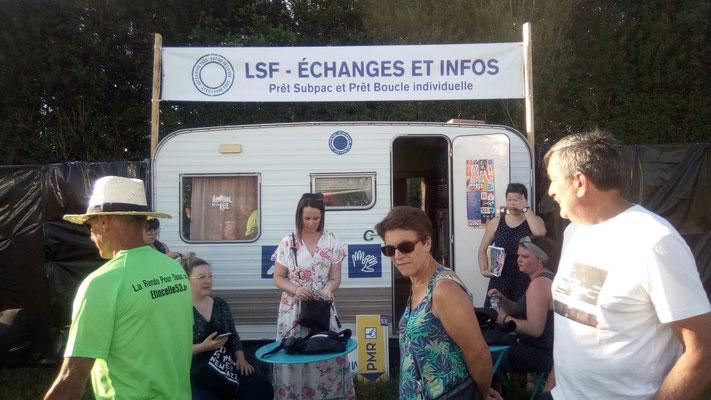 """Stand """"Quest'handi"""" sur la Langue des Signes Française"""