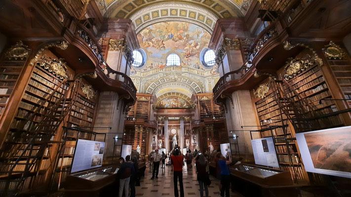 österreichische Nationalbibliothek mit Prunksaal im Barockstil
