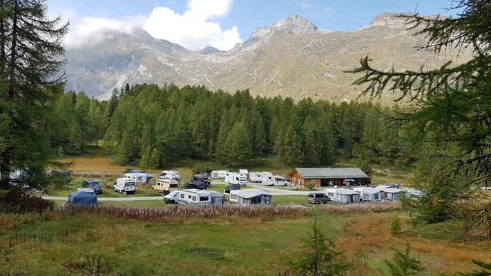 sympathischer, kleiner Campground in Maloja; unmittelbar am Silsersee