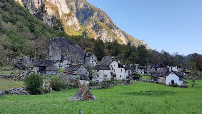 auf der Rückfahrt geniessen wir das Val Bavona mit seinen schönen Dörfern, Häusern und Brücken