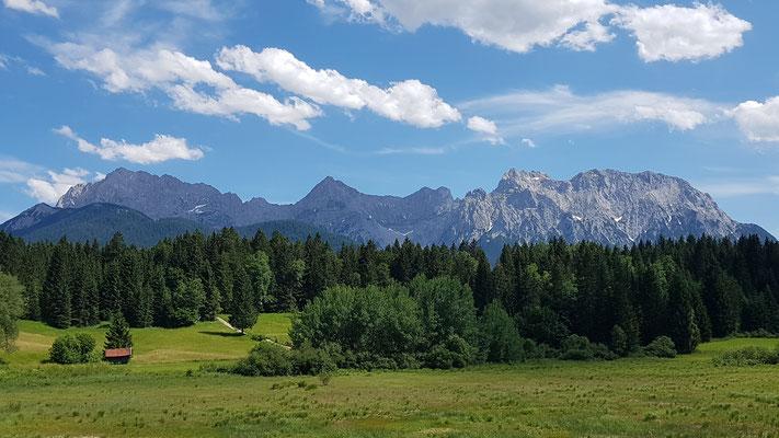 Blick auf das Karwendel-Gebirge vom Campingplatz aus