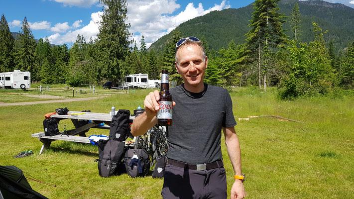 Kühles Bier vom Campgroundinhaber spendiert!