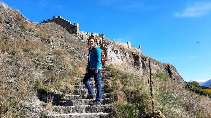 es geht rauf zum Schloss Tourbillon in Sion