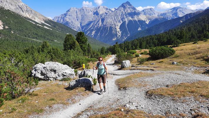 Wanderung durch's Val Mingèr über Sur il Foss hinunter ins Val Plavna und nach Tarasp