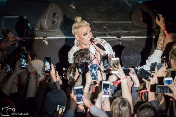 Superstar Pink am 09.12.2017 in der Berliner Columbiahalle, Foto: Dirk Pagels, Teltow