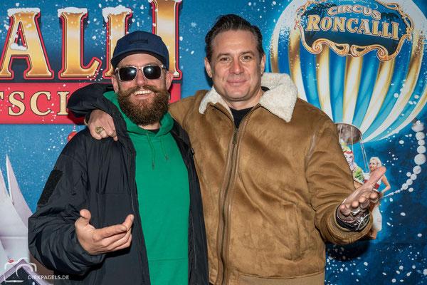 MC Fitti und Sascha Vollmer von BossHoss bei der Premiere vom Roncalli Weihnachtscircus am 19.12.2019 im Berliner Tempodrom, Foto: Dirk Pagels, Teltow