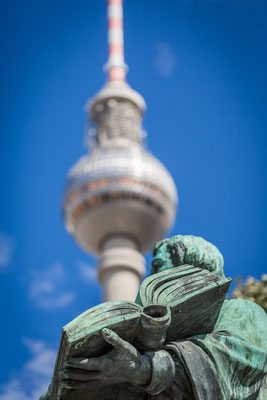 Berliner Fernsehturm mit Martin Luther im Vordergrund,  Foto: Dirk Pagels, Teltow