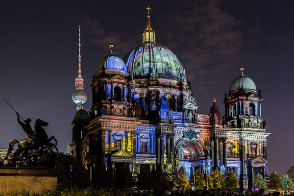 Berliner Dom mit Fernsehturm beim Festival of Lights 2017 in Berlin, Foto: Dirk Pagels, Teltow