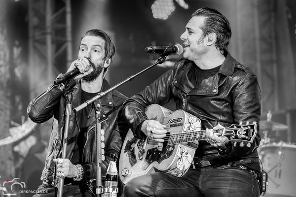 The BossHoss am 2. Oktober 2018 am Brandenburger Tor, Foto: Dirk Pagels, Teltow