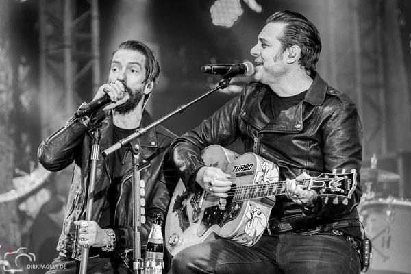The BossHoss am 2. Oktober 2018 am Brandenburger Tor, Foto: Dirk Pagels, Teltow