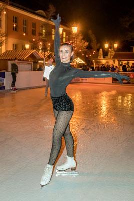 Patricia Kühne eröffnete die Eisbahn in der Teltower Altstadt, Foto: Dirk Pagels