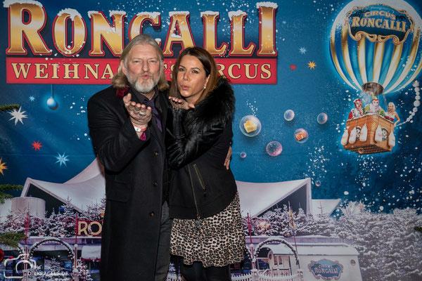 Frank Kessler mit seiner Frau bei der Premiere vom Roncalli Weihnachtscircus am 19.12.2019 im Berliner Tempodrom, Foto: Dirk Pagels, Teltow